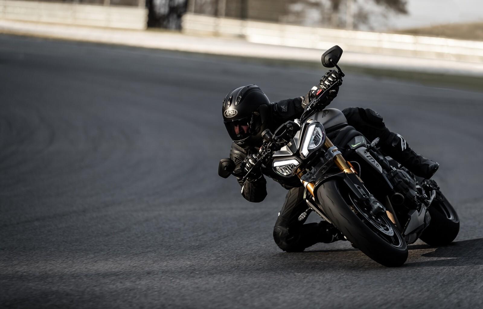 Foto de Triumph Speed Triple 1200 RS 2021 (26/71)