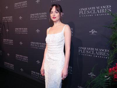 Dakota Johnson guapísima en la premiere de 'Cincuenta sombras liberadas' en París
