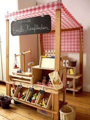 Hazlo tú mismo: un mercado de juguete para el cuarto de juegos de los niños