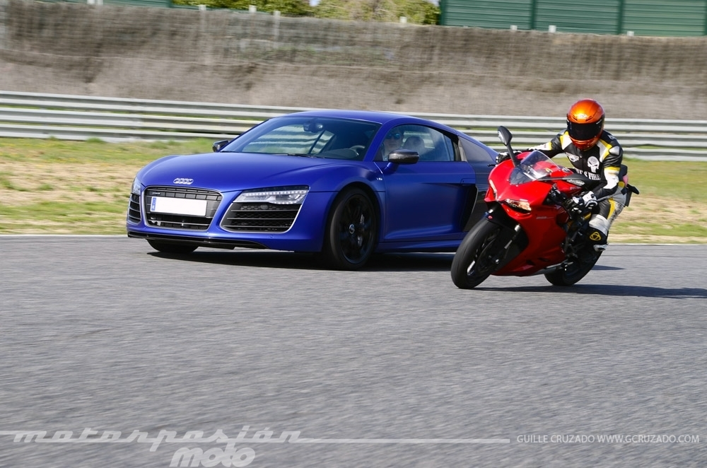 Foto de Ducati 899 Panigale Vs Audi R8 V10 Plus (22/24)
