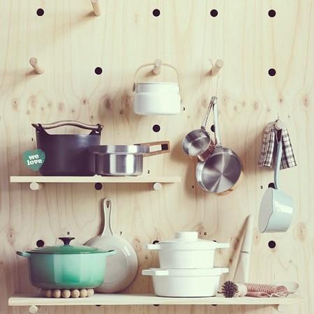 Una buena idea: una pared de almacenaje versátil para la cocina