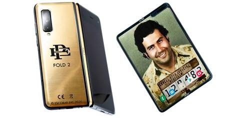 El hermano de Pablo Escobar tiene un nuevo smartphone plegable: 'Escobar Fold 2', una copia descarada del Galaxy Fold de Samsung