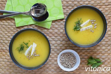 Sopa fría de melón al curry con queso feta y pipas: receta saludable refrescante