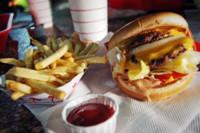 10 alimentos que puedes reducir en tu dieta si quieres comer más sano