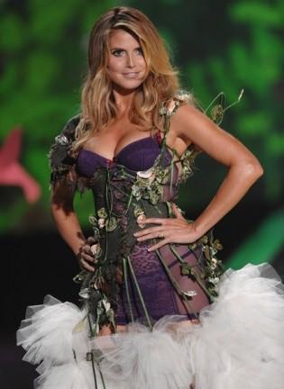 Heidi Klum espectacular en el desfile de Victoria's Secret