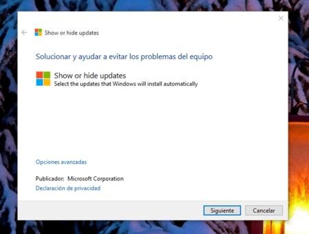 En Windows 10 las actualizaciones son obligatorias, pero aquí te enseñamos a ocultarlas y desinstalarlas