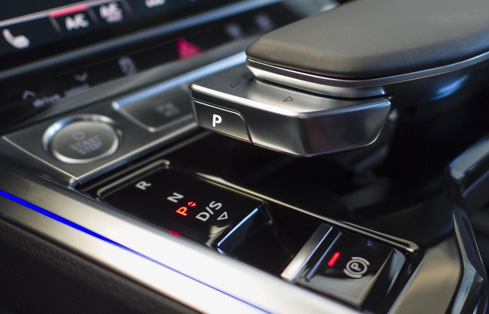 Foto de Audi e-tron (108/111)