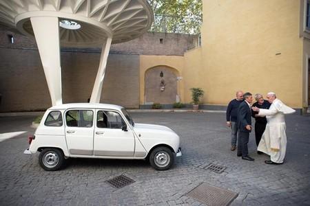 """Renault 4, el """"nuevo"""" papamóvil"""