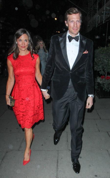 Pippa Middleton rojo vestido