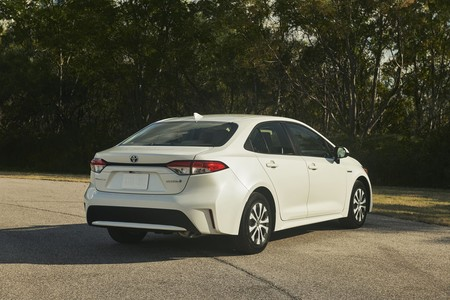 Toyota Corolla Hybrid 12