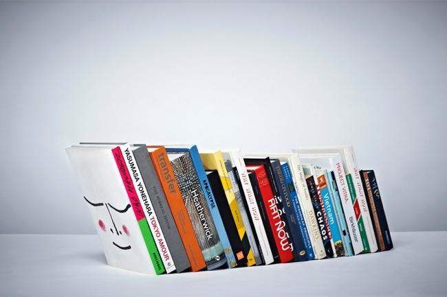 sujeta libros invisible 2