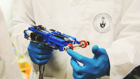 Esta máquina imprime piel artificial directamente sobre las heridas y quiere sustituir a las tiritas