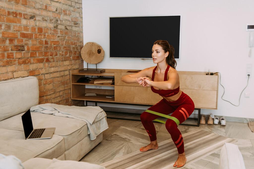 El entrenamiento de fuerza es la base de una buena salud: una rutina que puedes hacer en casa si eres novato