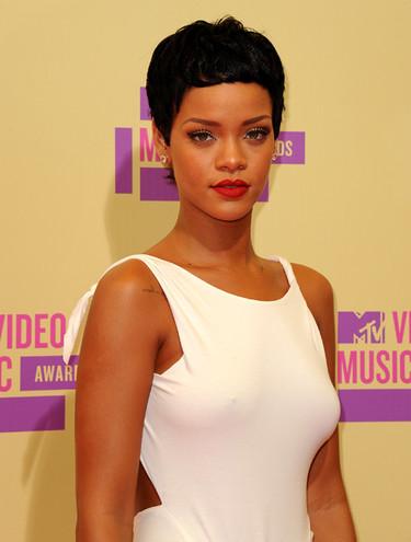 Y van tropecientos: nuevo cambio de look de Rihanna