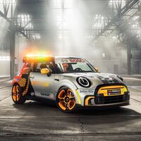 MINI Electric Pacesetter, el nuevo Safety Car de la Fórmula E acompañará al BMW i8 Roadster a lo largo de la temporada del serial eléctrico