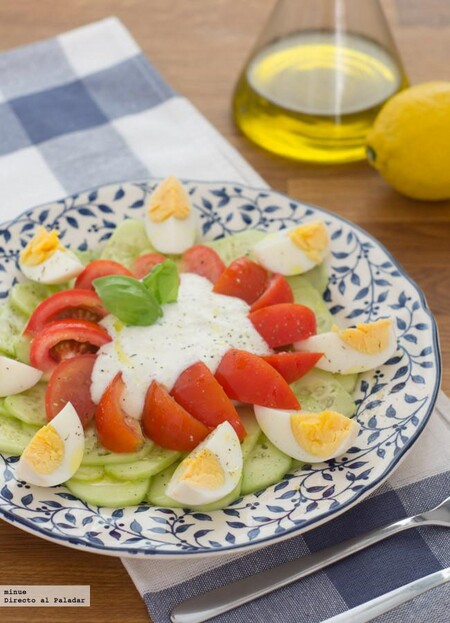 Ensalada de pepino y yogur, receta ligera y refrescante lista en 10 minutos