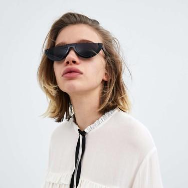 Zara y Mango tienen las blusas con volantes perfectas para lucir los looks más románticos