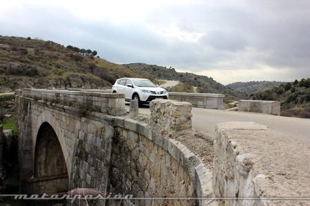 Toyota RAV4 2013 off-road