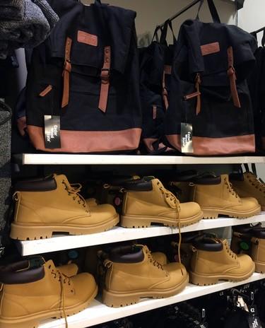 Primark no se corta en clonar las mochilas de Sandqvist y las botas de Panama Jack
