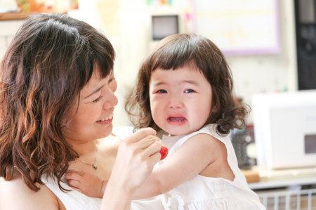 Los niños se portan peor cuando están con las madres