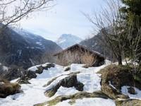Un antiguo edificio del ejército convertido en una preciosa casa de montaña en Suiza