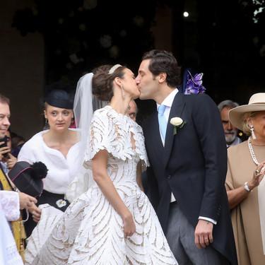 El vestido de novia más espectacular del fin de semana lo firma Oscar de la Renta y lo hemos visto rodeado de estilo en París