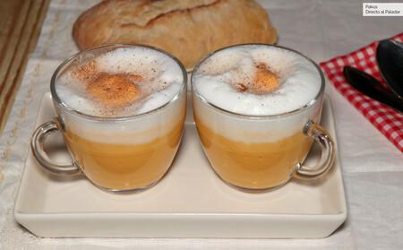 Capuchino de calabaza y leche de coco, un original trampantojo para la cena, listo en 30 minutos