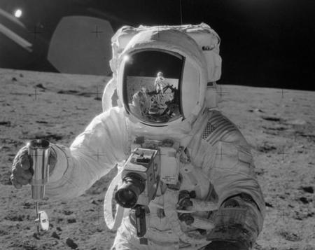 La única cámara Hasselblad que regresó de la Luna será subastada por 150.000 euros