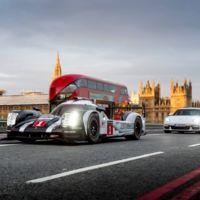 No te engañan tus ojos, eso es un Porsche 919 Hybrid rodando por las calles de Londres