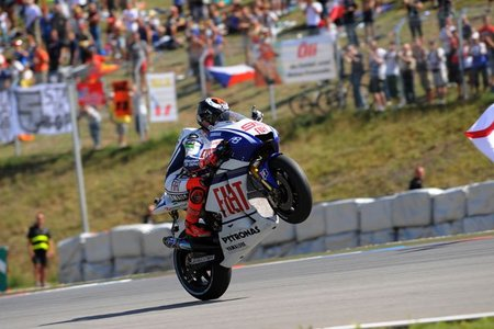 MotoGP República Checa 2010: el aburrimiento como única compañía en la victoria de Jorge Lorenzo