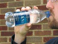 Elaborar una bebida isotónica casera para reponer los minerales perdidos con el deporte