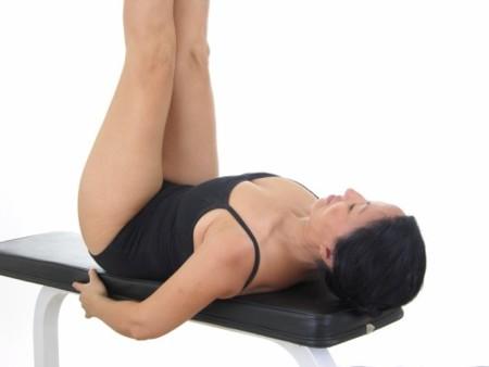 La importancia de apoyar toda la espalda en los ejercicios con banco