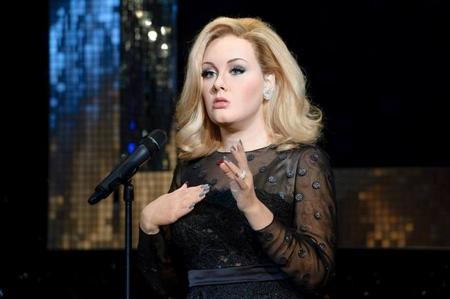 ¡Qué se paren las rotativas! ¡La figura de cera de Adele no da miedo!