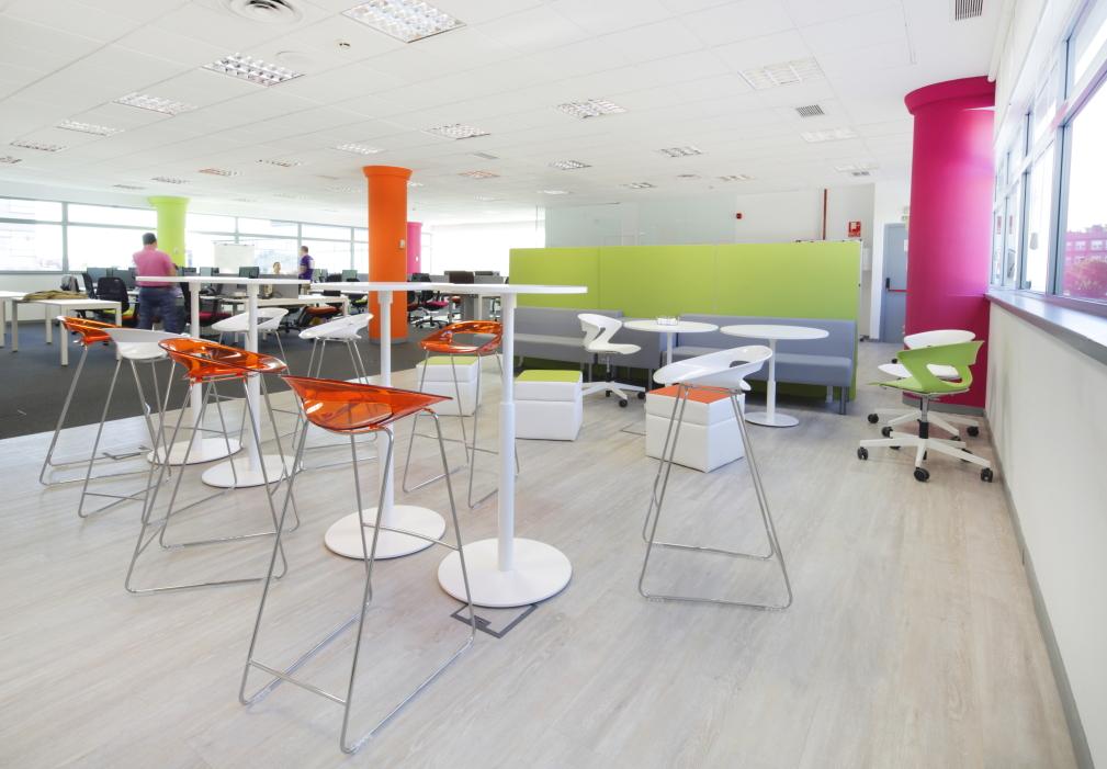 Espacios para trabajar las oficinas de raet en madrid for Espacios para oficinas