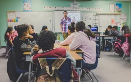 Alumnos en escuelas públicas del estado de Florida comenzarán a recibir clases de salud mental y emocional a partir de los 11 años
