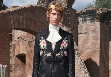 Nos quedamos a cuadros con los trajes de la colección crucero de Gucci