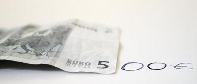 """Las tarjetas """"white"""" y la supresión del dinero en efectivo acabarian con el fraude fiscal"""