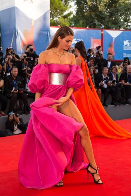 Las aberturas de la falda acaparan los flashes en el Festival de cine de Venecia