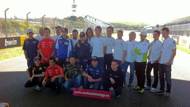 Equipo Mediaset junto pilotos