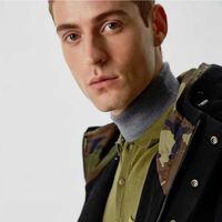 Adolfo Domínguez revive el camuflaje y los verdes militares como parte de su colección de otoño