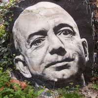 Jeff Bezos afirma que un medio asociado a Trump le extorsionó con filtrar sus fotos desnudo