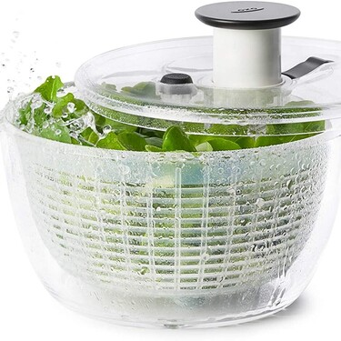 Esta es la mejor forma de usar la centrifugadora de ensaladas y verduras: un instrumento realmente útil