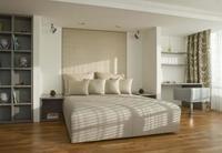Puertas abiertas: un dormitorio diáfano con tres ambientes