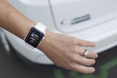 La recarga de los modelos eléctricos de Ford ya se puede gestionar desde 'smartwatch'