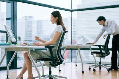Ejercicios fáciles y económicos para prevenir molestias en la oficina