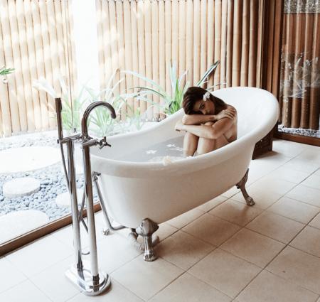 Siete almohadas para la bañera de Amazon con las que montar un verdadero spa en casa