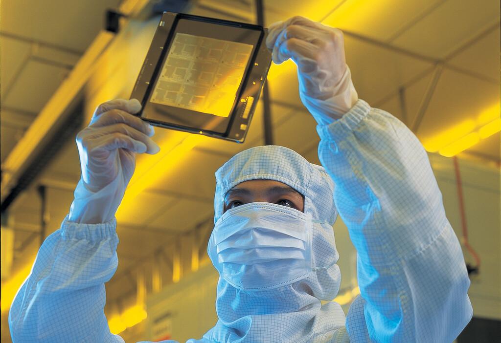 Semiconductores fabricados en Europa: la UE sopesa un acuerdo con TSMC o Samsung para montar una fábrica de chips, según Bloomberg