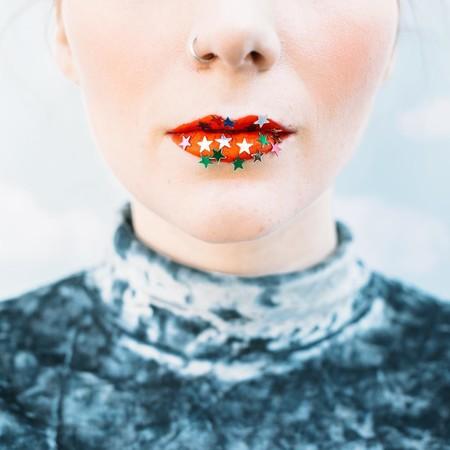 ¿Decimos adiós al gloss? Los labios de estrellas de purpurina invaden la Semana de la Moda de Berlín