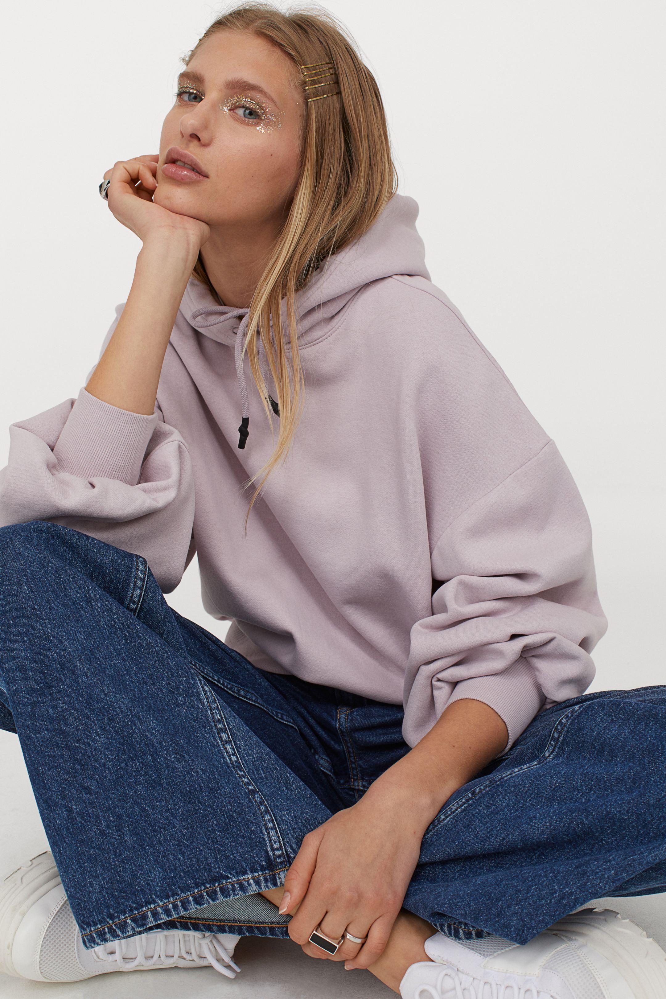 Sudadera lila con capucha