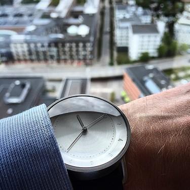 El reloj No.2 de TID Watches: minimalismo de acero y piel